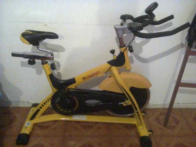 vendo bici fija de indoor en exelente estado...3500
