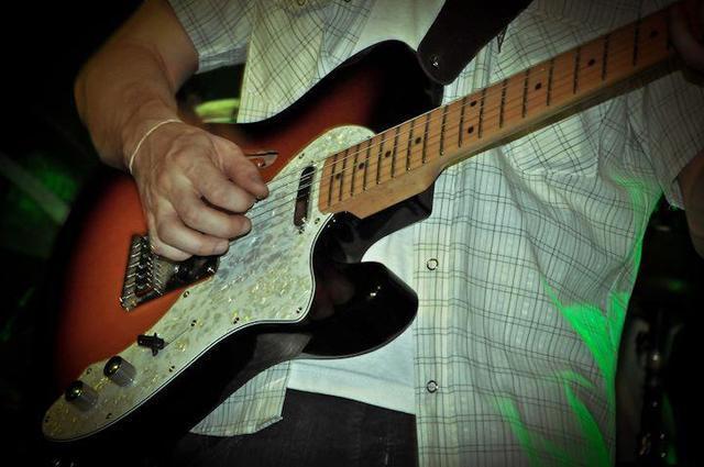 Clases de Guitarra y/o Bajo. Floresta, V. Luro, V. del