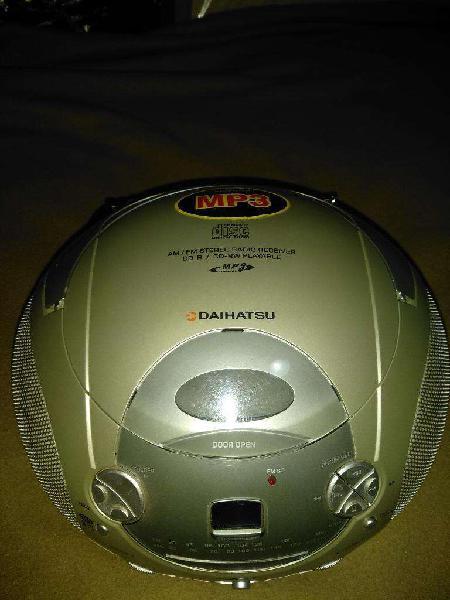 Reproductor Cd/mp3 Daihatsu con Radio.
