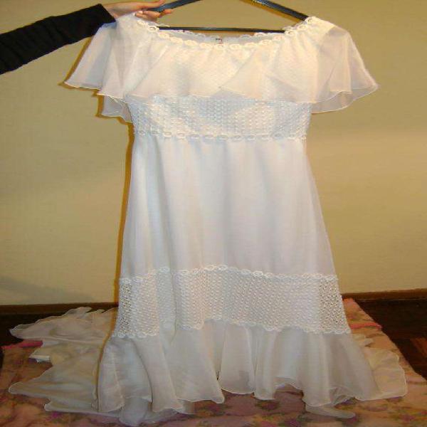 Vestido de novia con cola y pollerin