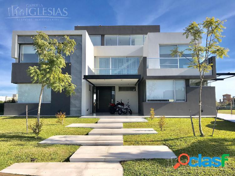 Casa en alquiler temporario con 5 dormitorios en Los Alisos