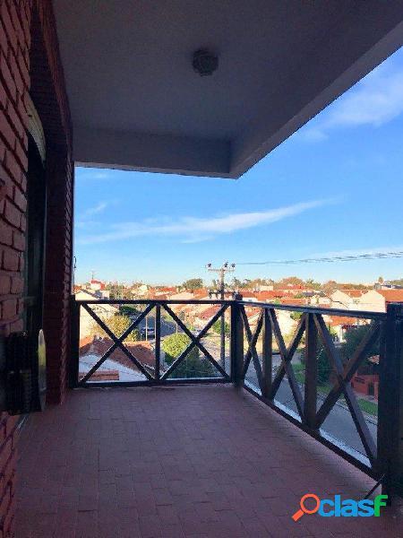 Venta semipiso dos ambientes con doble balcón y cochera