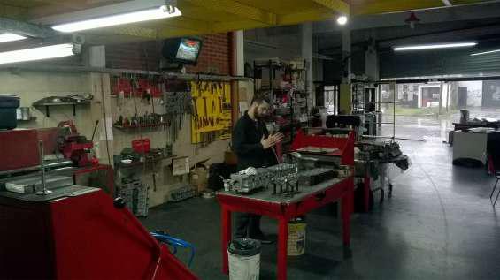 Rectificador de tapas de cilindros, amplia experiencia