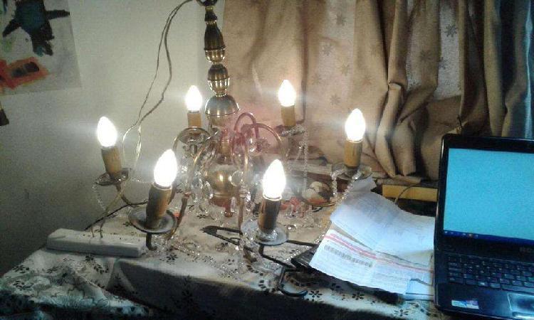 Araña antigua de bronce de 6 luces funciona perfecto, se