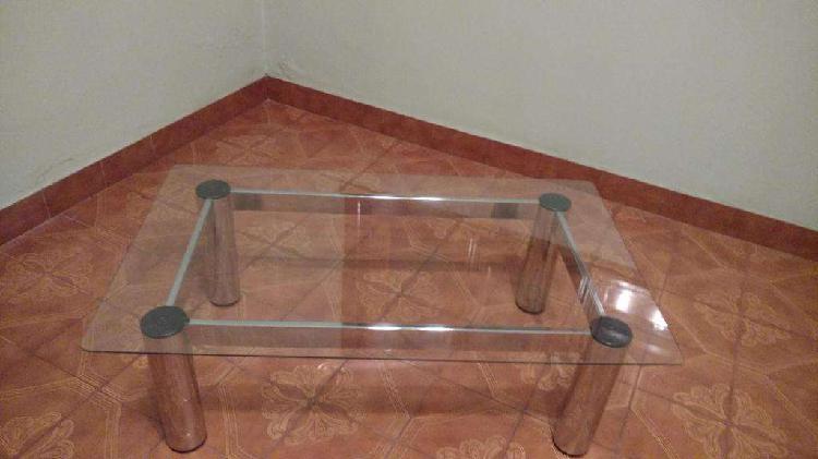 Vendo urgente por mudanza Mesita ratona con vidrio, en