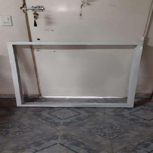 Ventana de Aluminio con Reja de Hierro