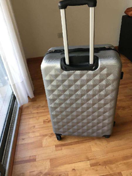 valija de viaje rigida sin uso cuatro ruedas
