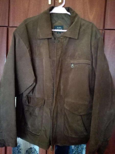 Campera de cuero hombre, color marrón.Talle M.