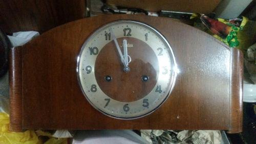Antiguo Reloj De Mesa Junhans Soneria 3 Varillas Con Melodia