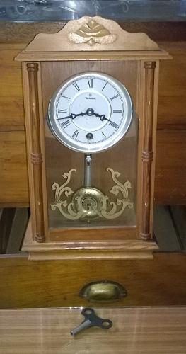 Antiguo Reloj De Pared A Péndulo Funcionando Circa 1970