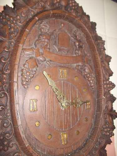 Antiguo Reloj De Pared Con Pesa Y Cuerda Estilo Cucu Hermoso