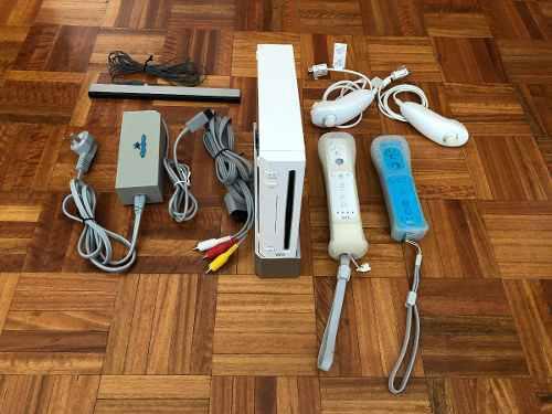 Nintendo Wii + 2 Mandos + 2 Nunchuks + 2 Juegos