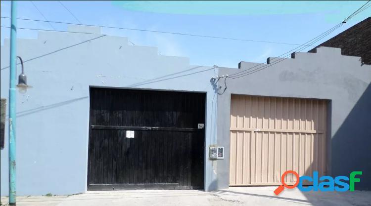 AMPLIO GALPÓN SIN COLUMNAS + SALA DE REUNIONES EN FLORIDA.