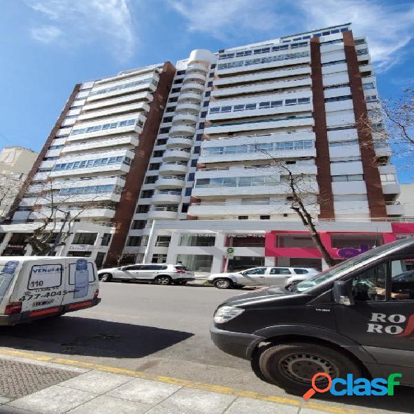 Venta departamento de 4 ambientes con cochera en Torre del