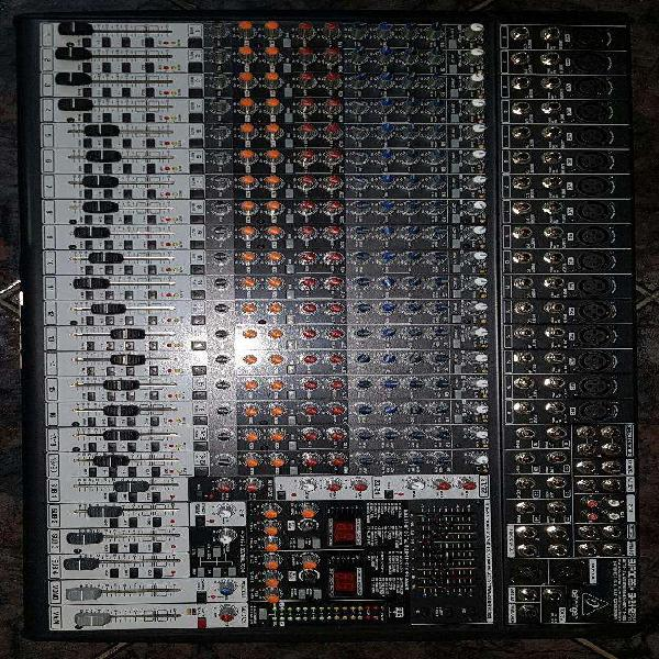 Consola Behringer 2442fx - 24 Canales.