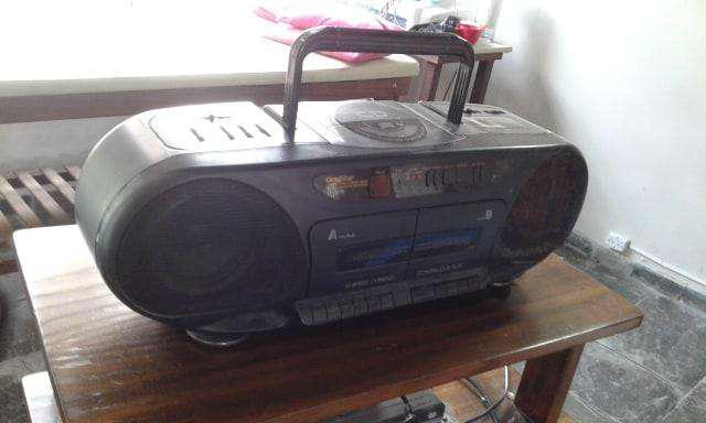 "VENDO REPRODUCTOR DE MUSICA ""GOLDSTAR"", CD, RADIO AM/FM"