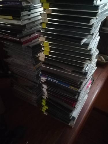 Lote De Cassettes Y Cds Para Decoración O Arte Con Cajas
