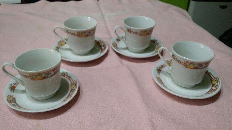 Juego de 4 Tazas de Café de Porcelana