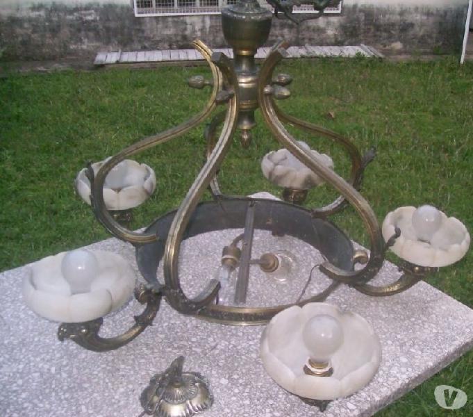 Araña de bronce con 5 patas 7 luces y plafon grande.