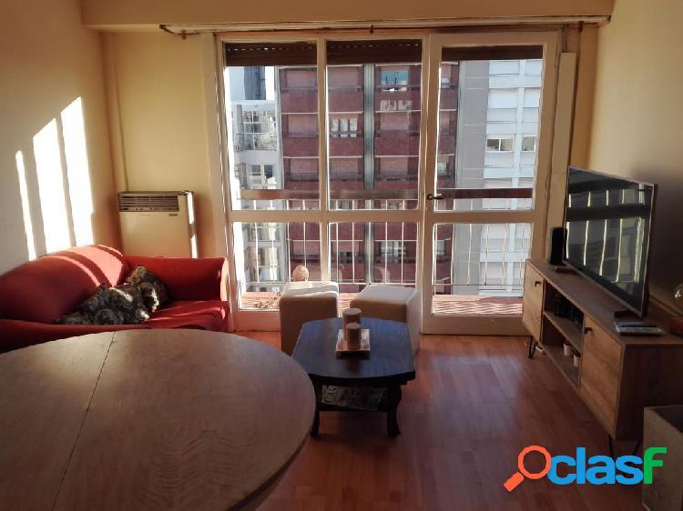 Departamento 2 ambientes a la calle con balcón saliente