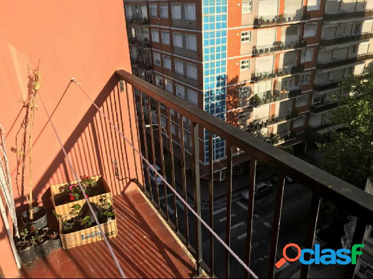 Departamento de 2 ambientes con balcon a la calle