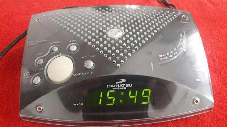 Radio reloj despertador digital - Daihatsu