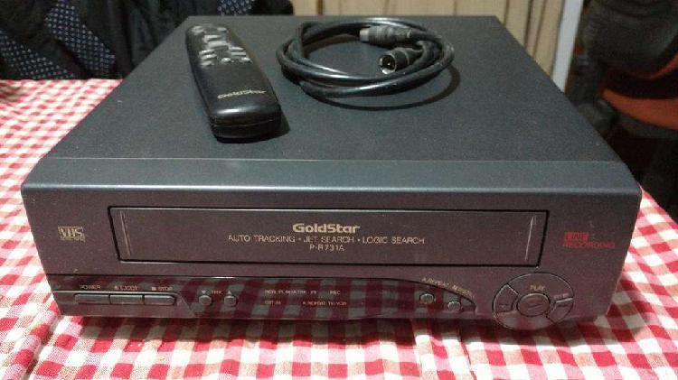 VENDO O PERMUTO Videocasetera Goldstar con control y cables
