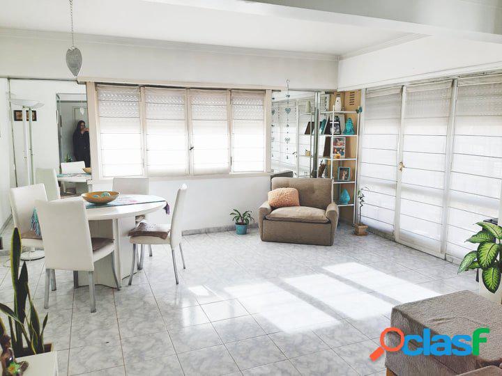 departamento de 3 ambientes con cochera y balcón a la calle