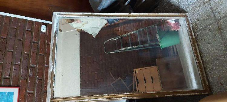 Antiguo espejo grande para restaurar el espejo está bueno