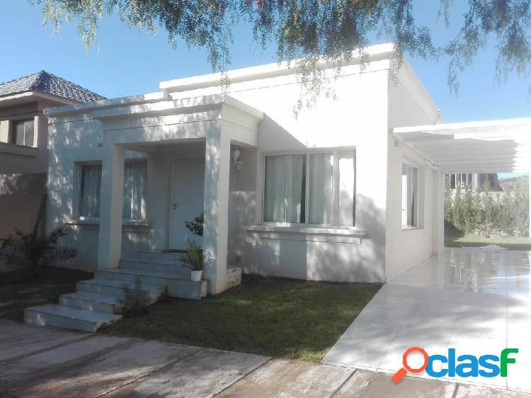 Casa en alquiler en Barrio Dalvian, Mendoza.
