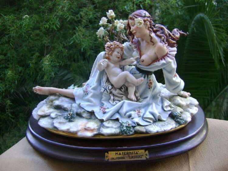 Porcelana Capodimonte Escultura Maternidad Firmada Ed. Ltda.
