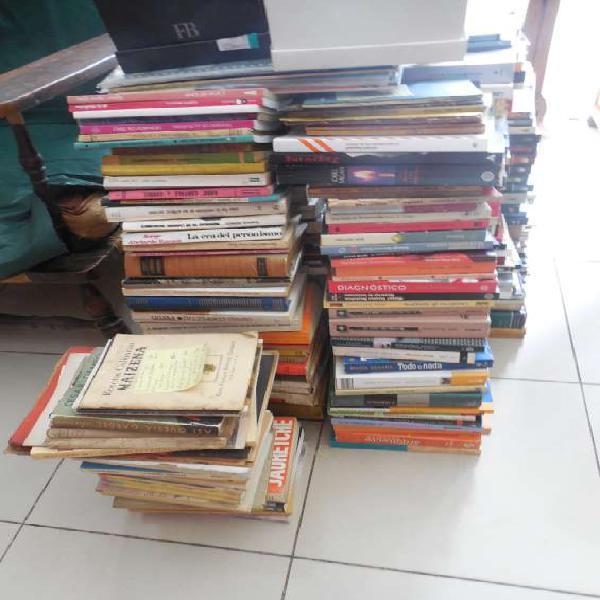 Compro libros a domicilio 45510132 en Retiro