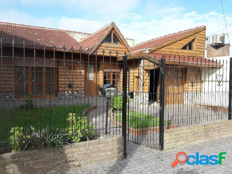 Venta casa de 3 ambientes con garaje tipo cabaña