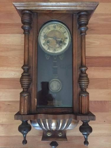 Reloj De Pared Antiguo Con Pendulo