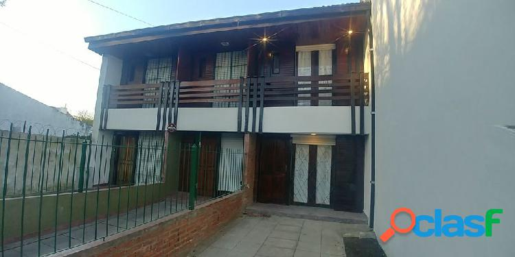 Duplex de 3 Ambientes con balcon saliente en La Perla