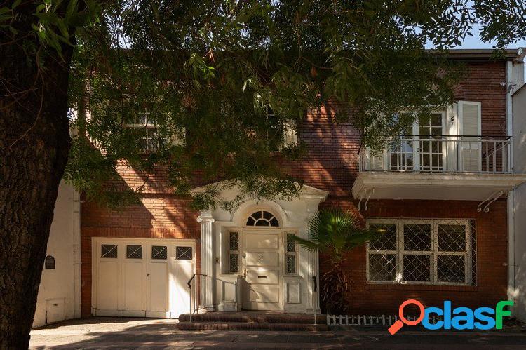 Casa de estilo neoclásico diseñada por el destacado Arq.
