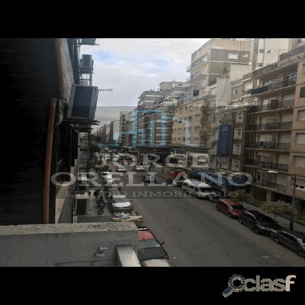 VENTA DE DEPARTAMENTO 3 AMBIENTES A LA CALLE CON BALCÓN