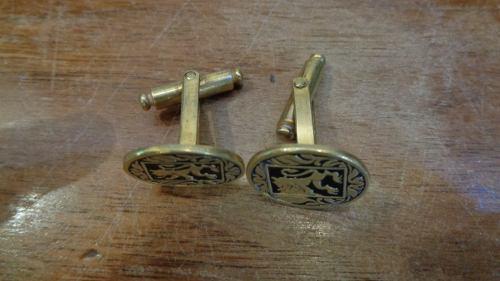 Antiguo Par De Gemelos De Metal Dorado Y Esmalte Negro