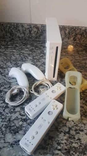 Nintendo Wii + 2 Controles (opcional 4). Chipeada. 18 Juegos