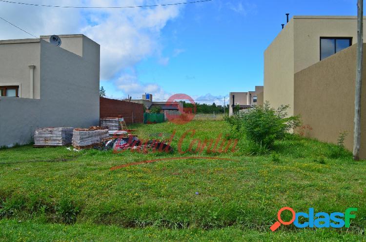 Hermoso terreno en barrio en auge