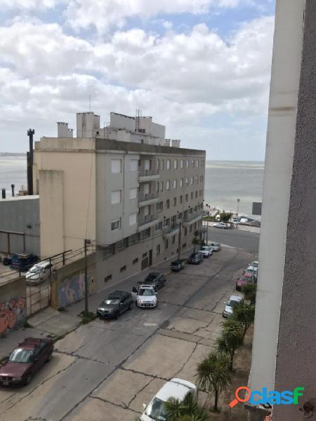Ambiente a la calle con vista al mar