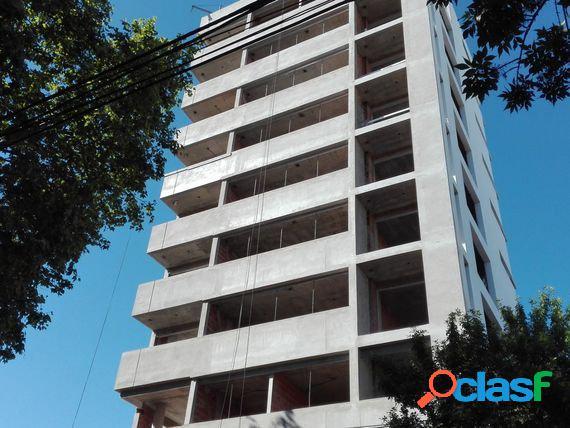 Depto. 2 ambientes a la calle con dos balcones