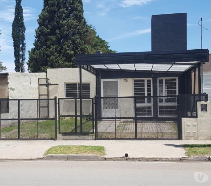 Casa Alquiler a Estrenar 2 Dormitorios. Jardín