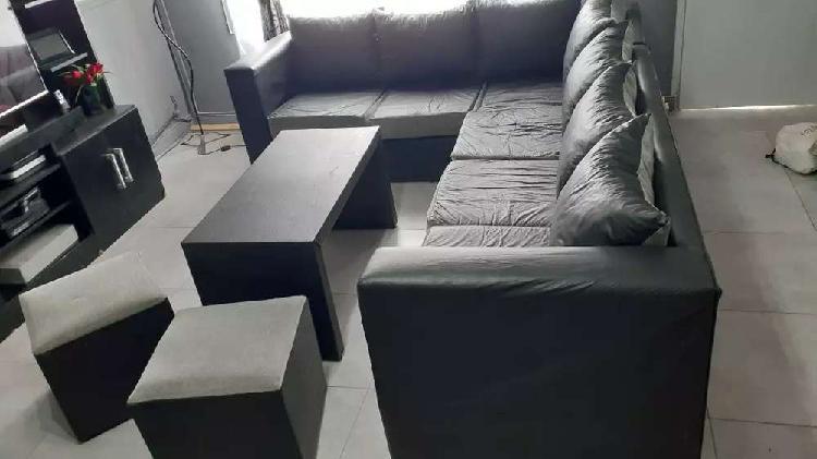 Juego de sillones mesa y puf