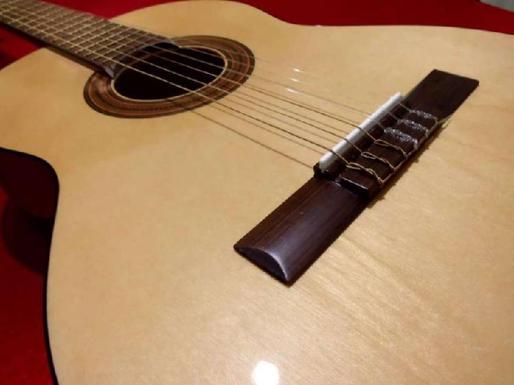 PERMUTO- Guitarra Criolla SIN USO- Pino, Cedro, Nogal-