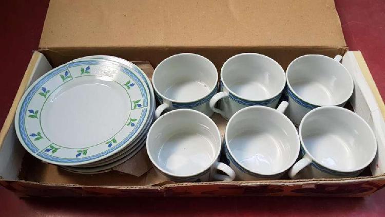 Set de Té: 6 platos y 6 tazas en muy buen estado!