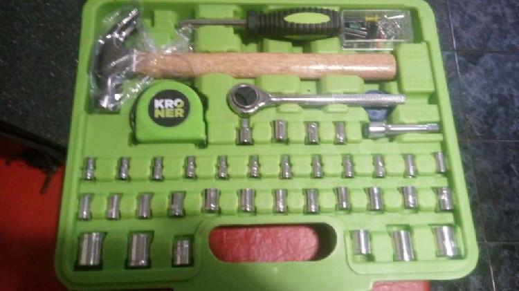 Caja de herramientas y llaves. Kroner.