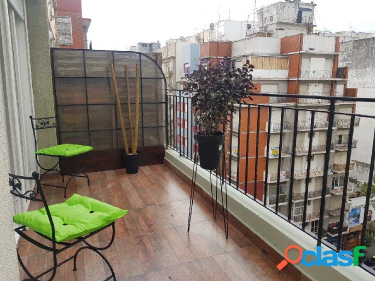 1 Ambiente a la calle con balcon terraza totalmente