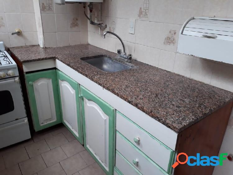 Alquiler departamento 2 ambientes con cochera z/ Chauvin