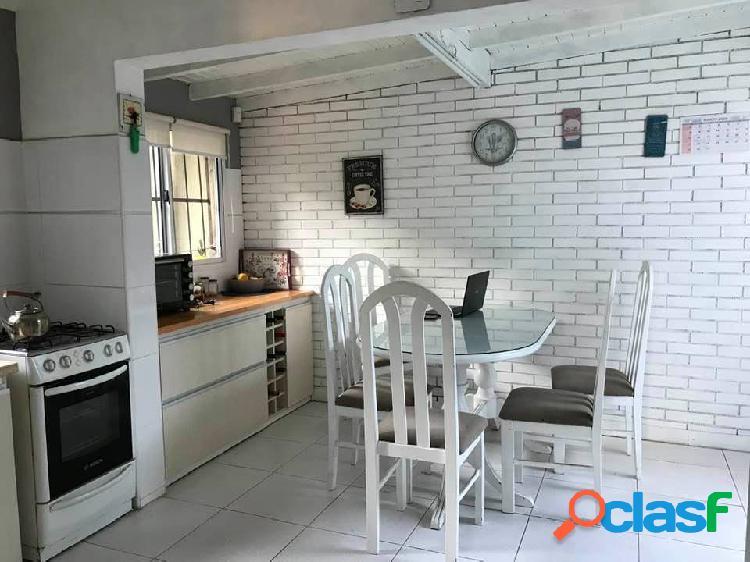Chalet en Ph 4 ambientes con patio y garage